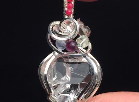 天然カットが美しいハーキマーダイヤモンド