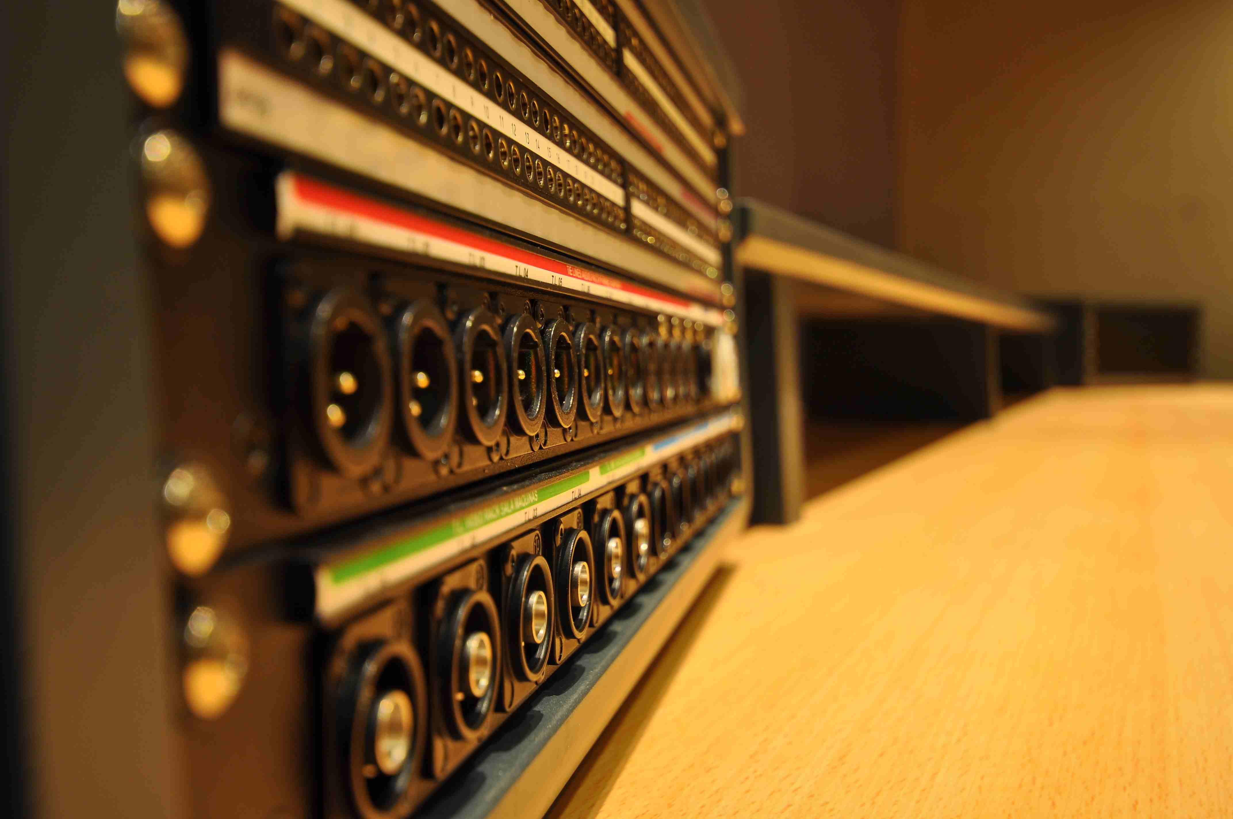042 Estudio Audio Mueble.JPG
