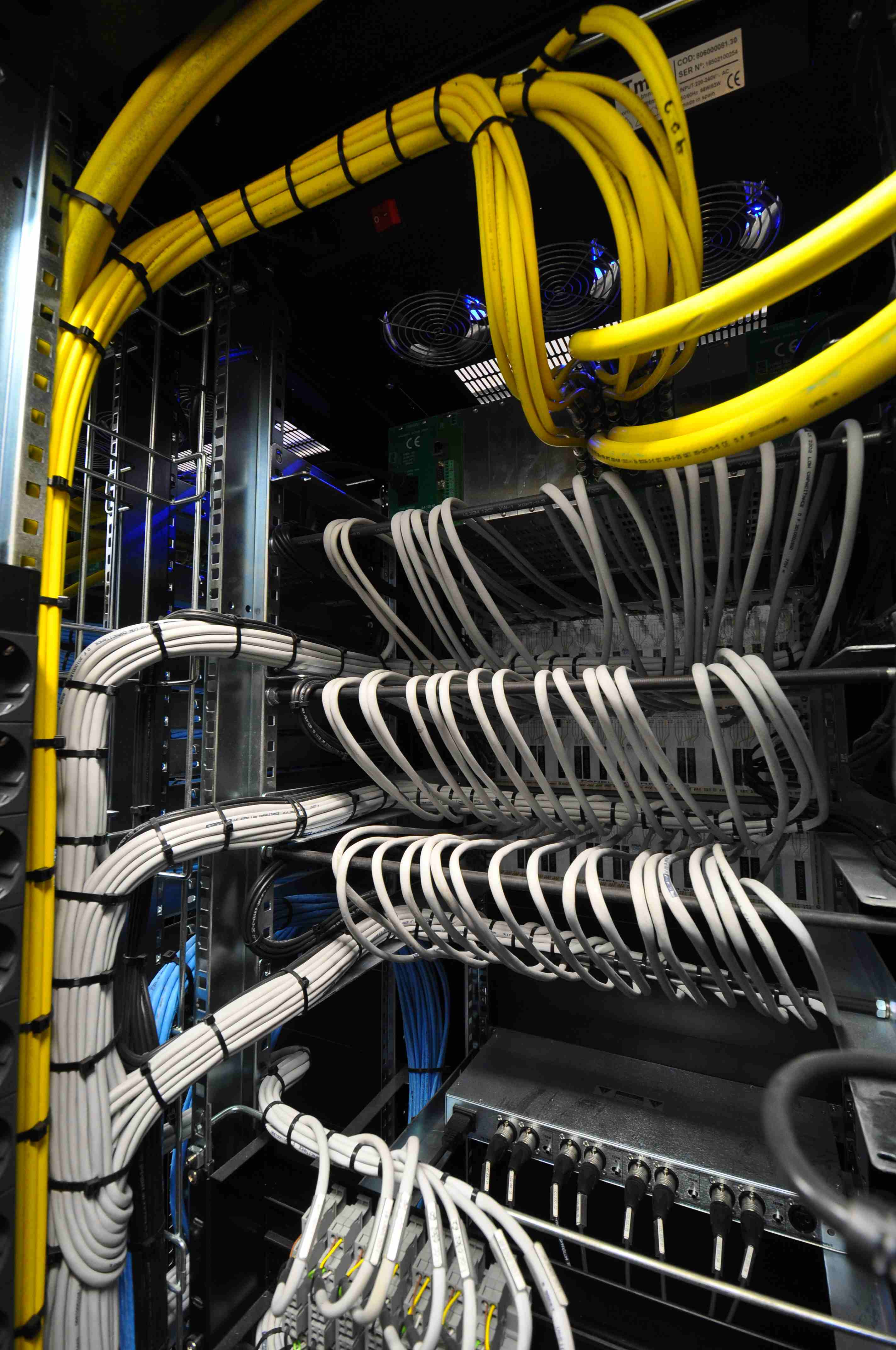 010 Control Central Sala Maquinas Back.JPG