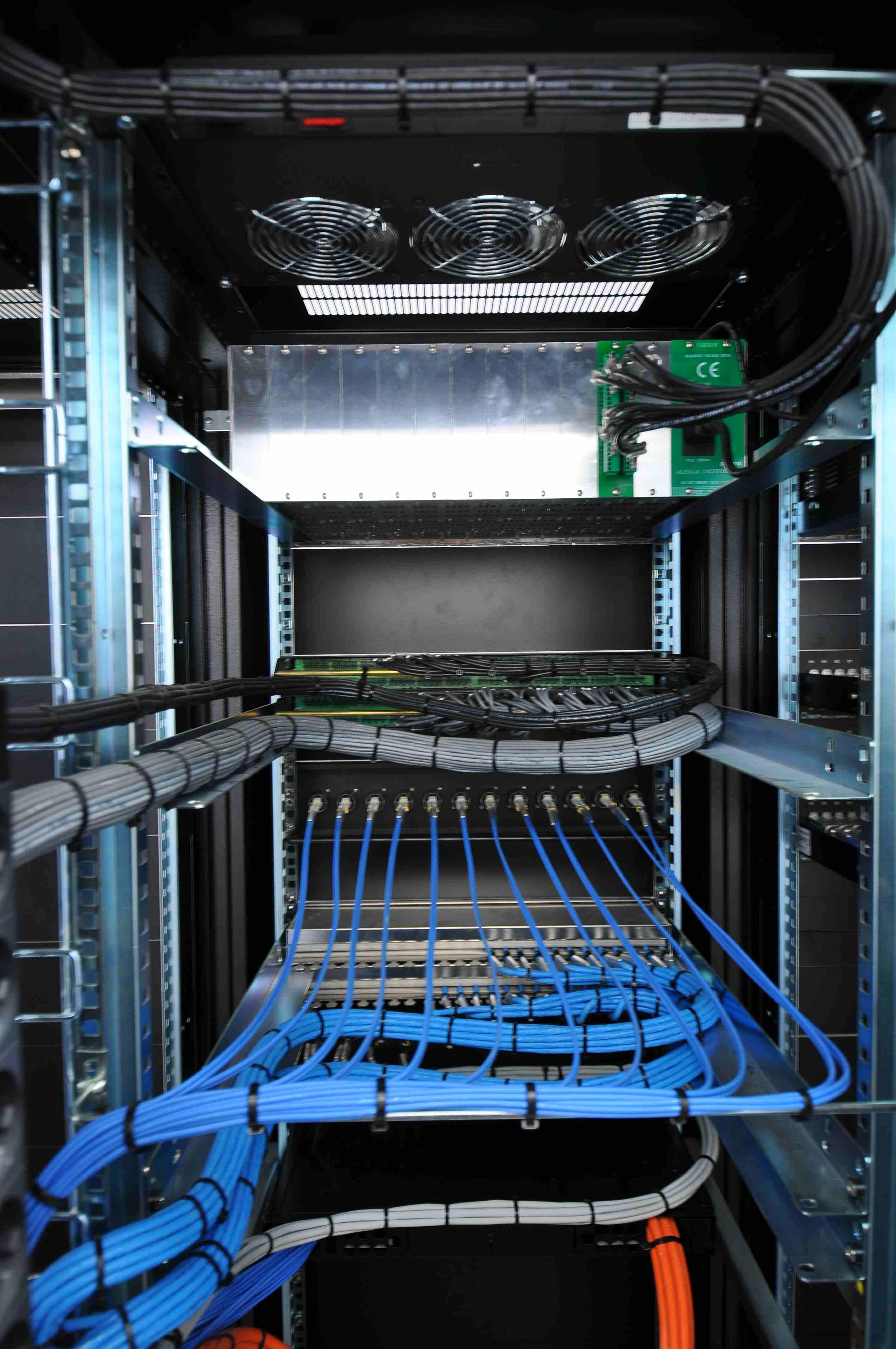 039 Sala Maquinas Estudios Rack Back.JPG