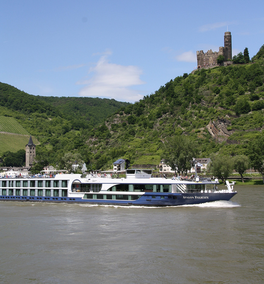Felicity_Exterior_Germany_Rhine_Cologne_