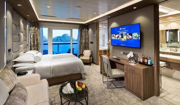 club_spa_suite_bedroom.jpg