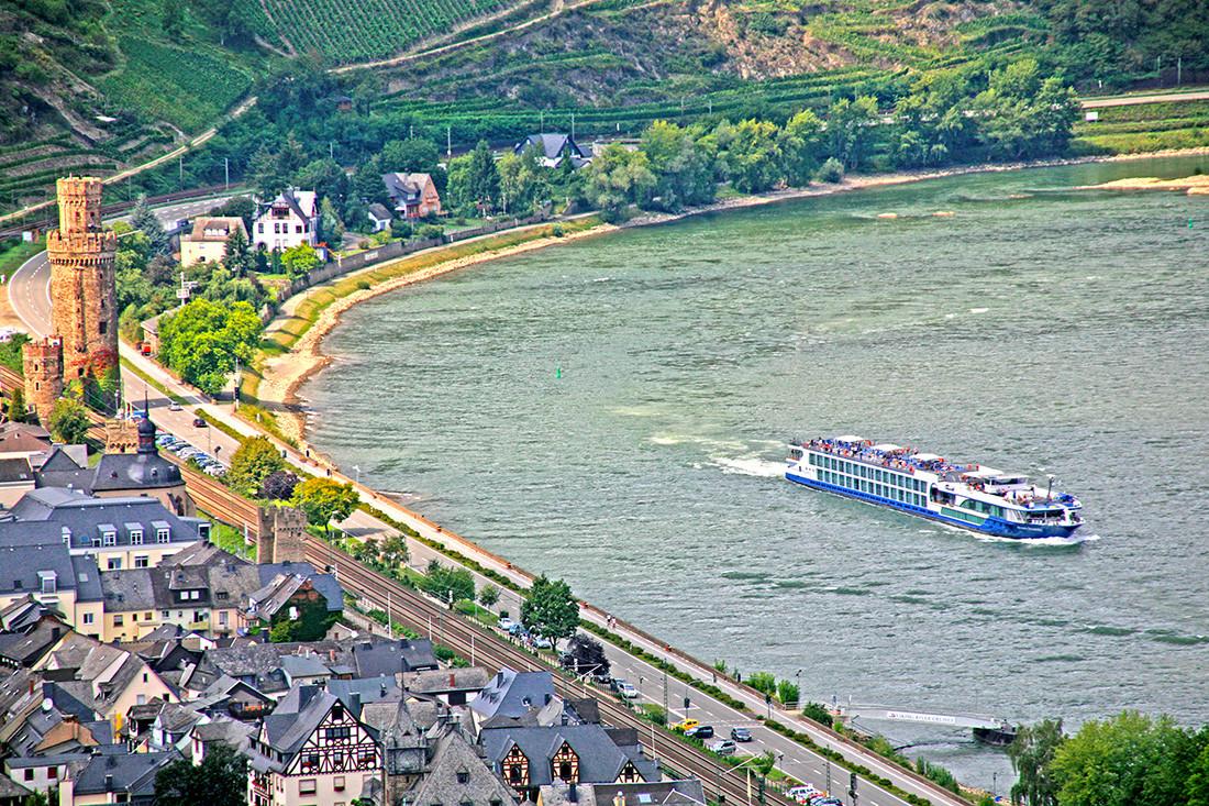 Felicity_Exterior_Germany_Rhine_009120-R