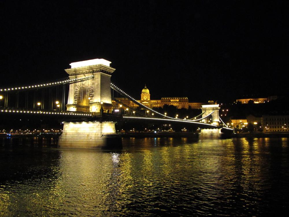 Europe_Budapest-Night_JR.jpg