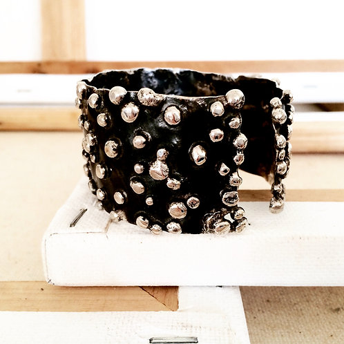 Thick Dotted Cuff