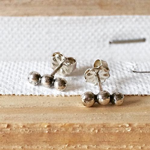 Caviar Line Earring
