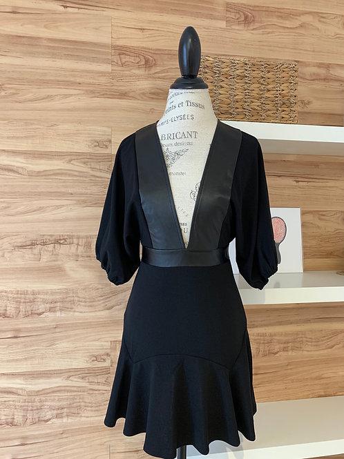 Robe noire avec bordure en faux cuir