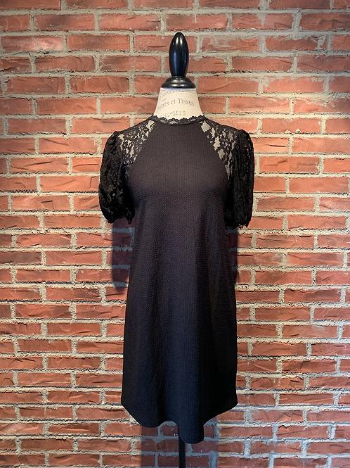 Robe avec manches courtes en dentelles noires