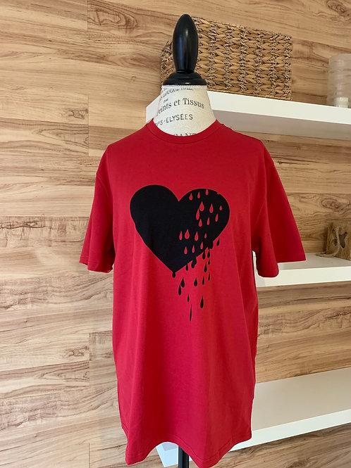 Chandail rouge avec cœur noir
