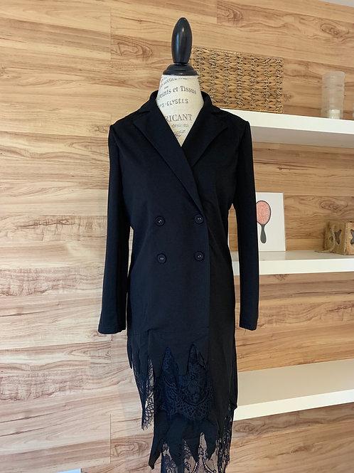 Robe style veston avec un côté plus long