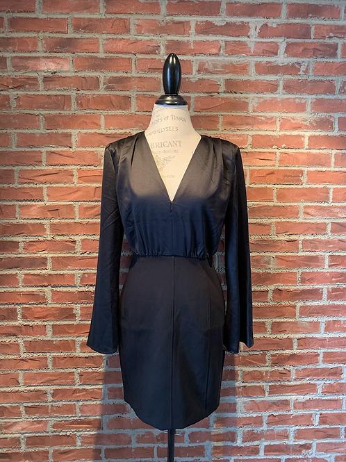 Robe noire avec haut satiné