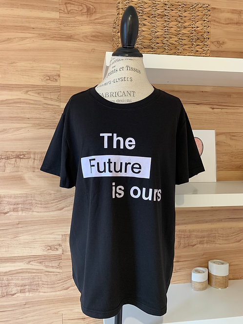 Chandail avec manches courtes « the future is ours »