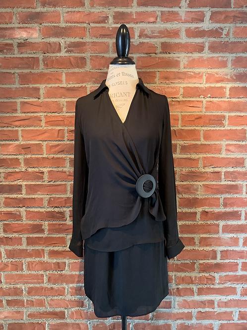 Robe avec attache sur le côté