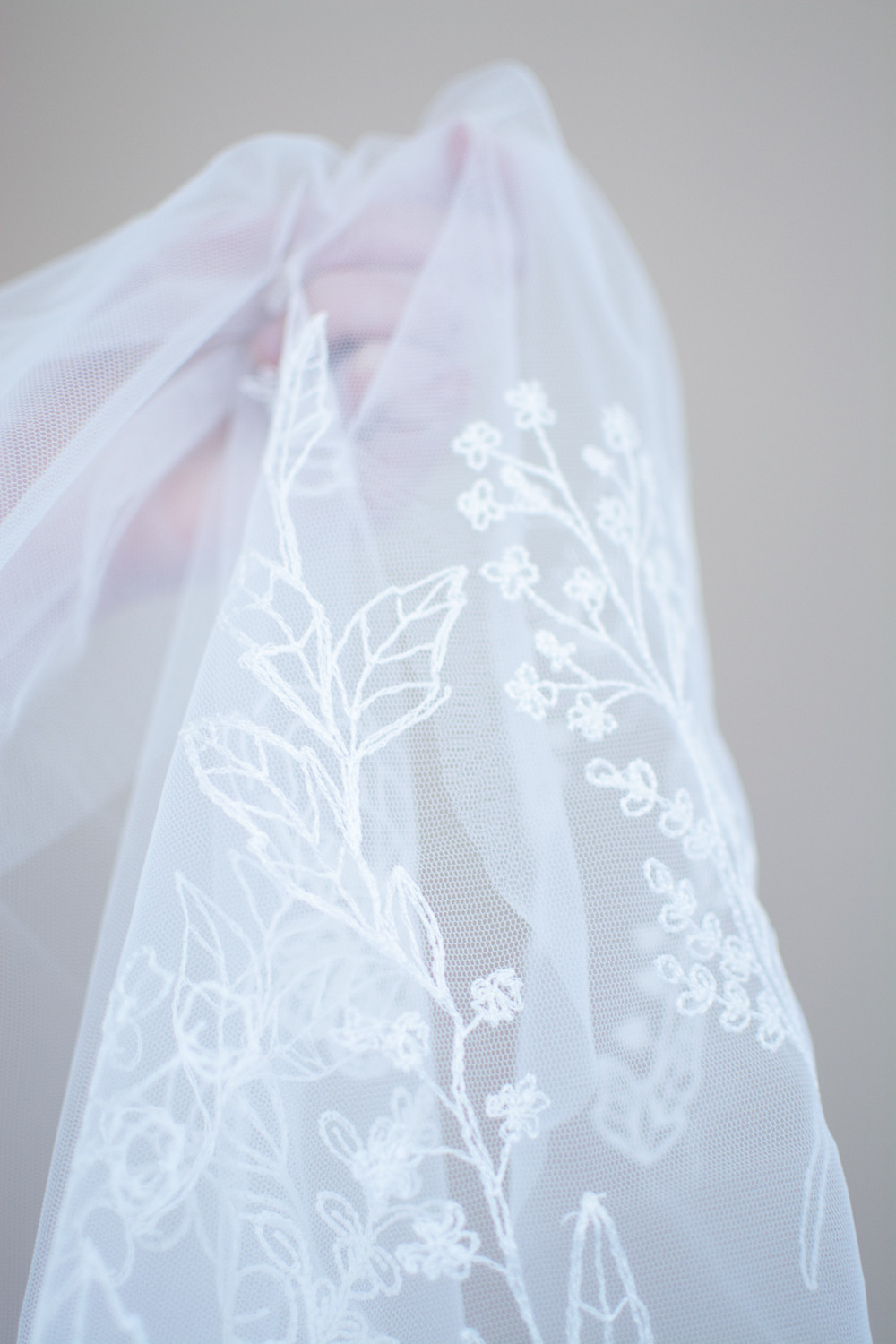beautiful bridal veil: a wildflower meadow embroidered on a bridal veil