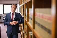 młody prawnik