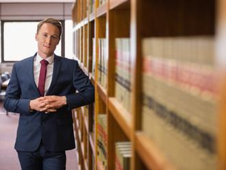 OLG Frankfurt, 10.08.2017 - 3 Ws 553/17: Akteneinsicht des Verletzten: Auch ein Rechtsanwalt braucht