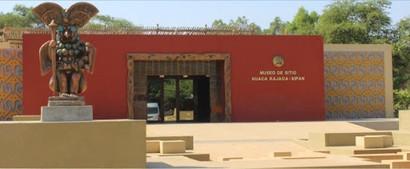 museo de sitio huaca rajada.jpg