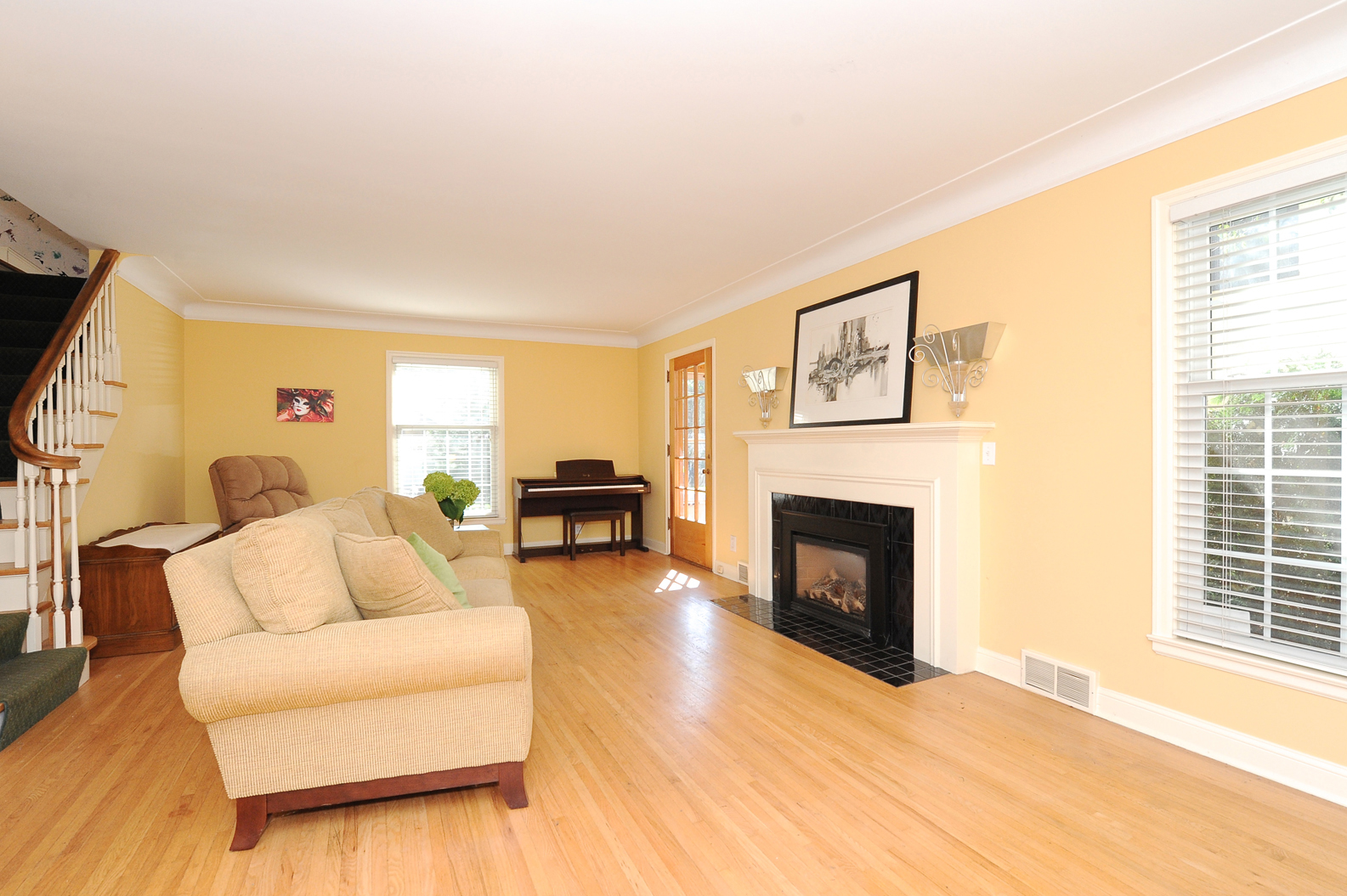 2. Living room 1