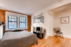 1901 Stevens Ave S 205-large-005-1-Living Room-1499x1000-72dpi