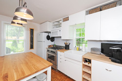 8651 Dupont Ave S: Kitchen