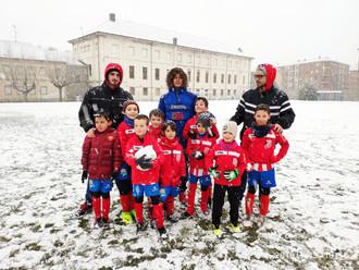 A pesar de la nieve los jugadores estaban preparados.Prebenjamines-Casa Asturias C.