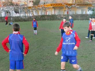 Estamos entrenando en el  C.H.F, los martes y jueves por la tarde. Puedes aprender fútbol en nuestro