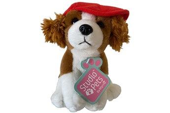 Peluche chien casquette