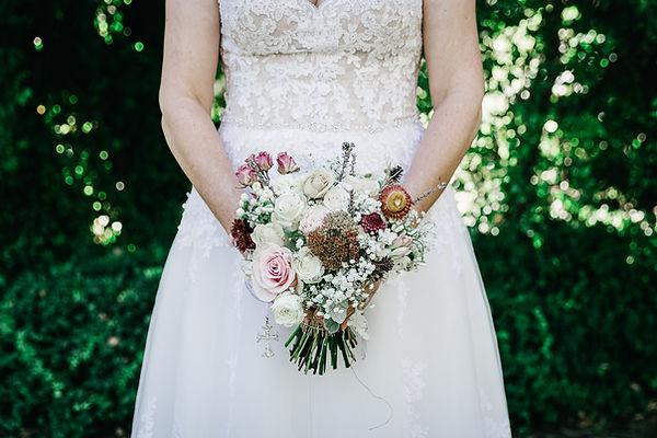 wedding bride, flowers