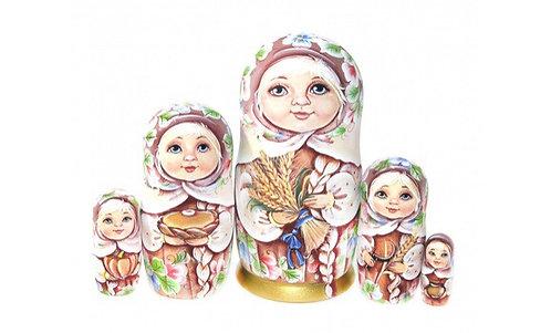 Matryoshka Dasha / 5 dolls/ 17cm