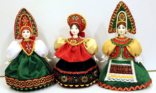 A RANGE OF DOLLS IN THE RUSSIAN COSTUMES MEDIUM