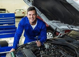 mecanico-servicio-motor-coche_1170-1173-