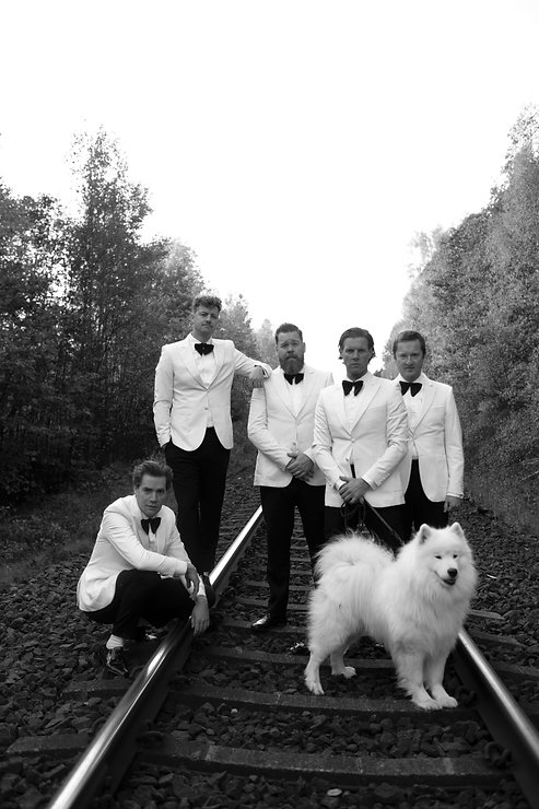 THE HIVES - 2021 press shot - Credit Gör