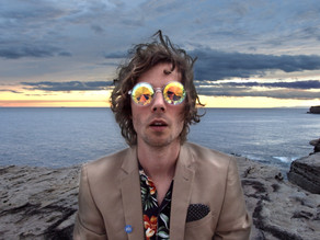 PREMIERE: WATCH THE LIVE VISUAL FOR PLUTO JONZE'S LATEST SINGLE 'MOONMAKING'