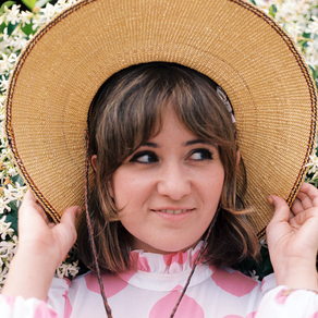 NOËL WELLS UNVEILS VISUAL FOR 'FOLLOW ME'