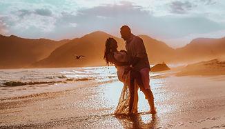 Romantic%2520couple%2520on%2520a%2520beach_edited_edited.jpg