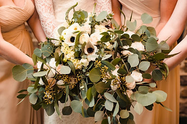 Bridal party bouquets at Piney Branch Golf Club in Maryland