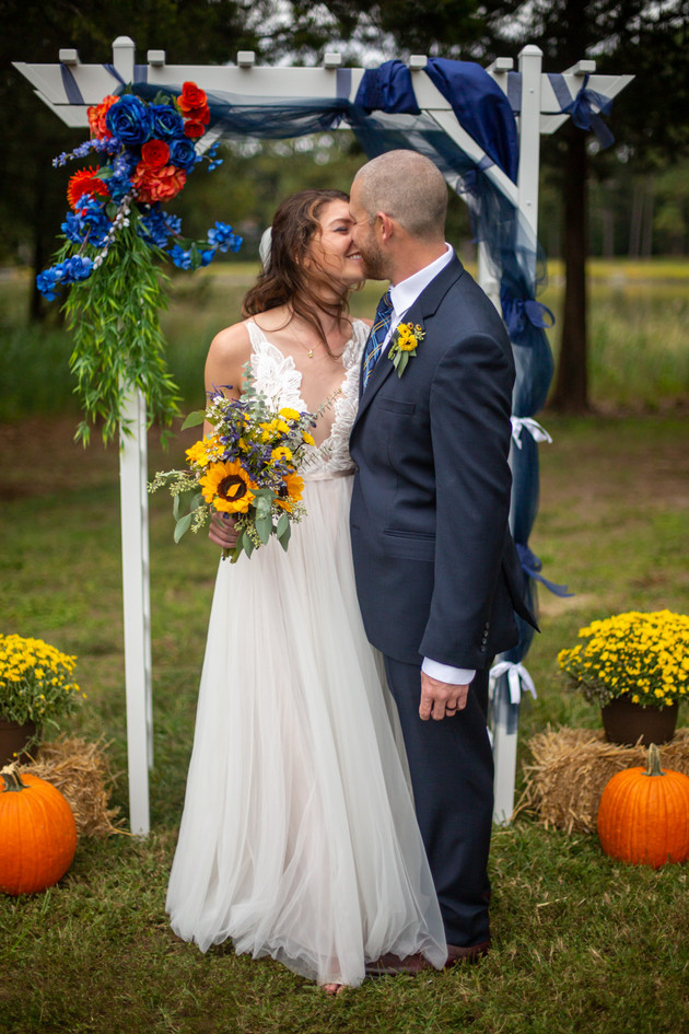 Wedding day kisses Eastern shore Maryland
