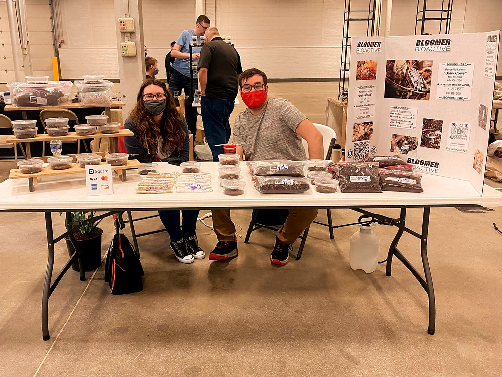 Nick and Alyssa tending the Bloomer Bioactive Booth at the Midwest Reptile Expo 4/18/2021