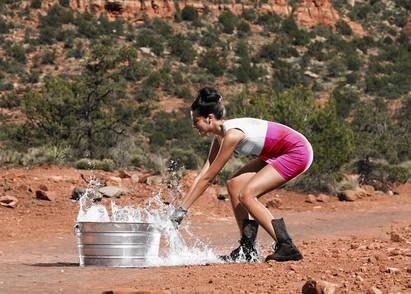 水を得るためにはバケツで水汲み?それとも水路を作りますか?
