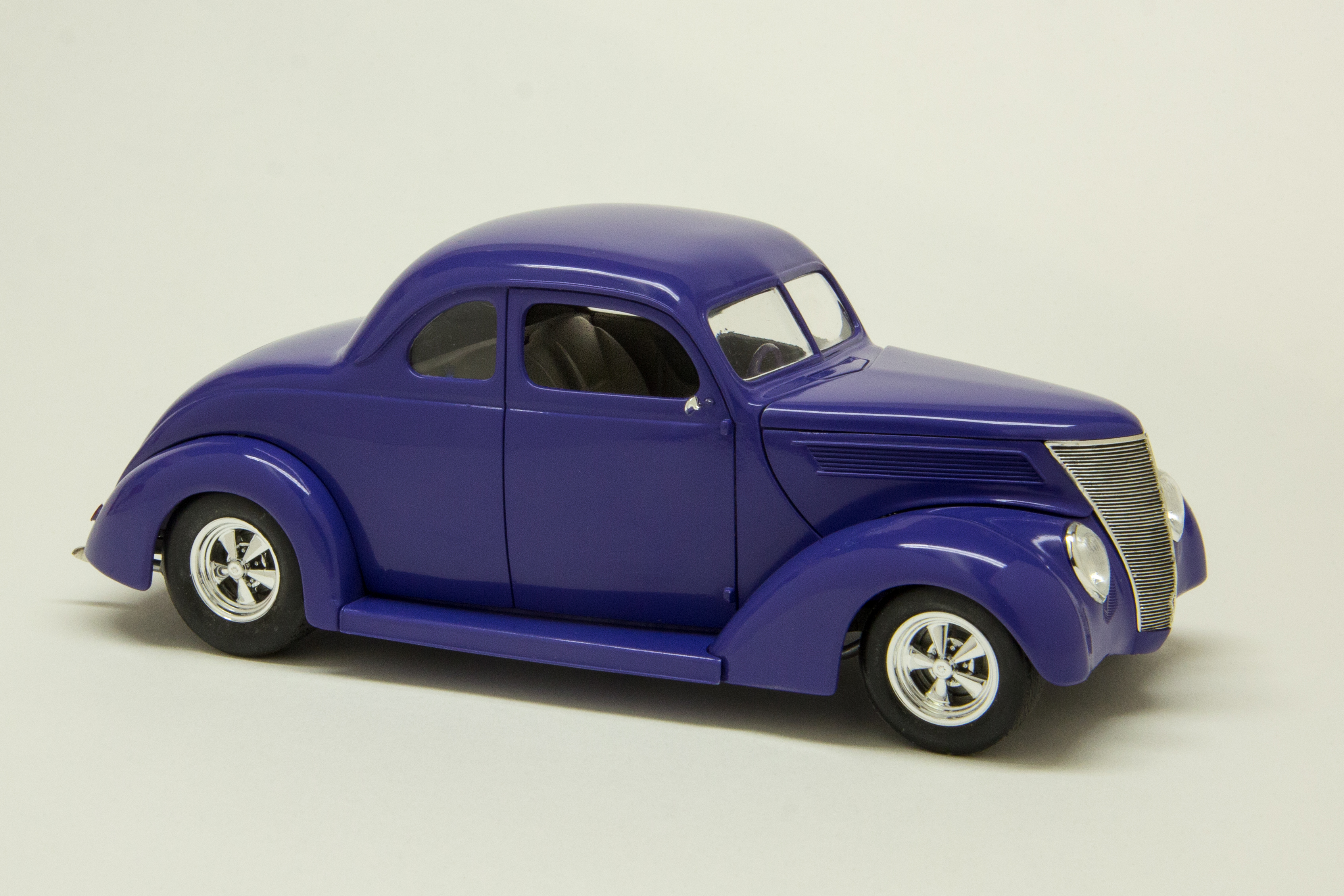 37 Ford #9022