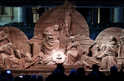 immense-creche-grandeur-nature-sculptee-