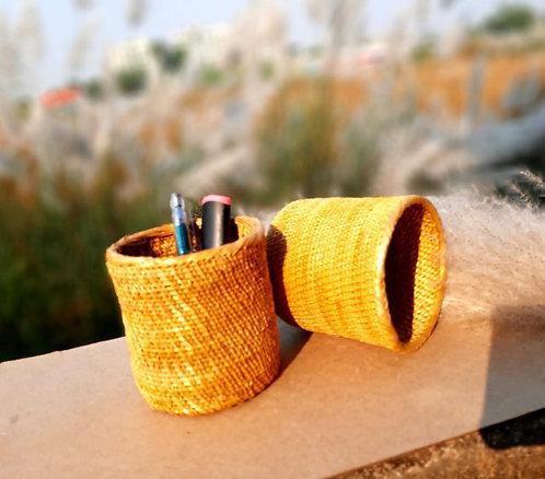 Haastika Golden Grass Penstand