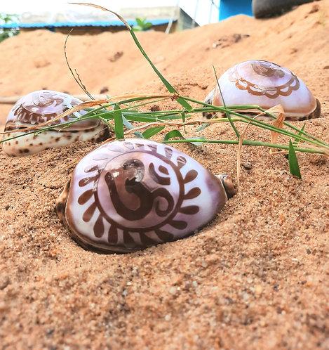 Haastika OM Cowrie/Koudi Sea Shell