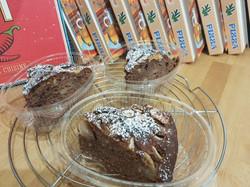 Torta al cioccolato pere e noci tostate.