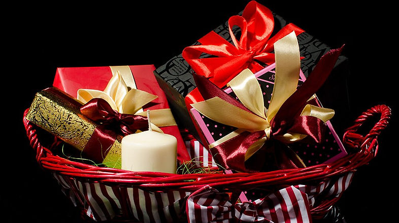 25-Holiday-Gift-Baskets-for-Businesses.j