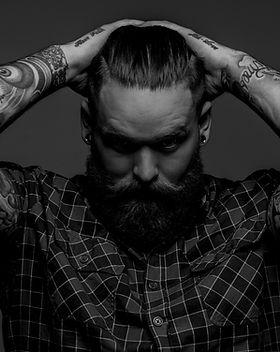 homme tatoué
