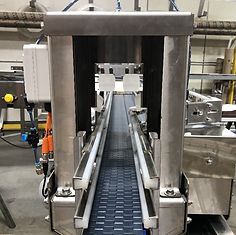 a single lane conveyor with a rinse tunnel for aluminum cans