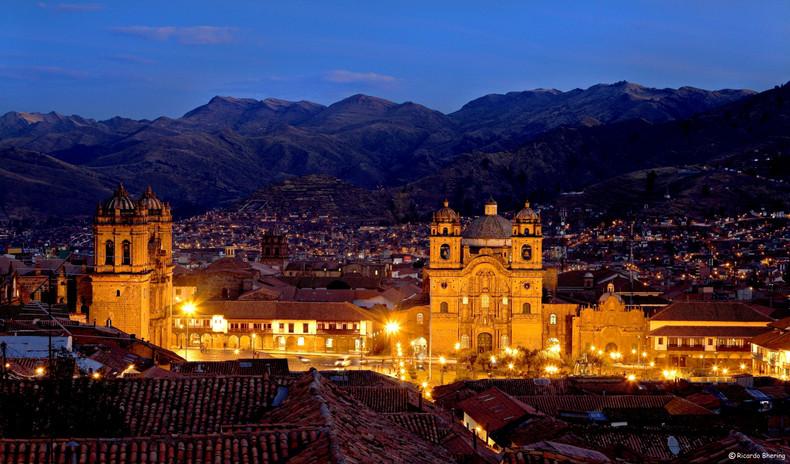 Plaza de Armasa - Cusco.jpg