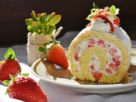 Fresh Strawberries and Cream Cake Roll Recipe