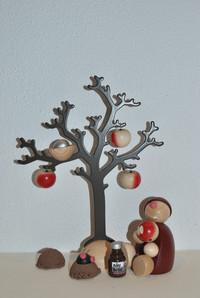 Wicht unter dem Apfelbaum.JPG